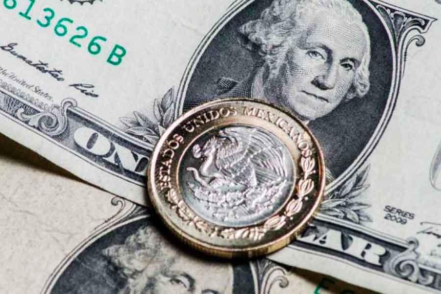 Dólar se dispara por desplome en los precios del petróleo