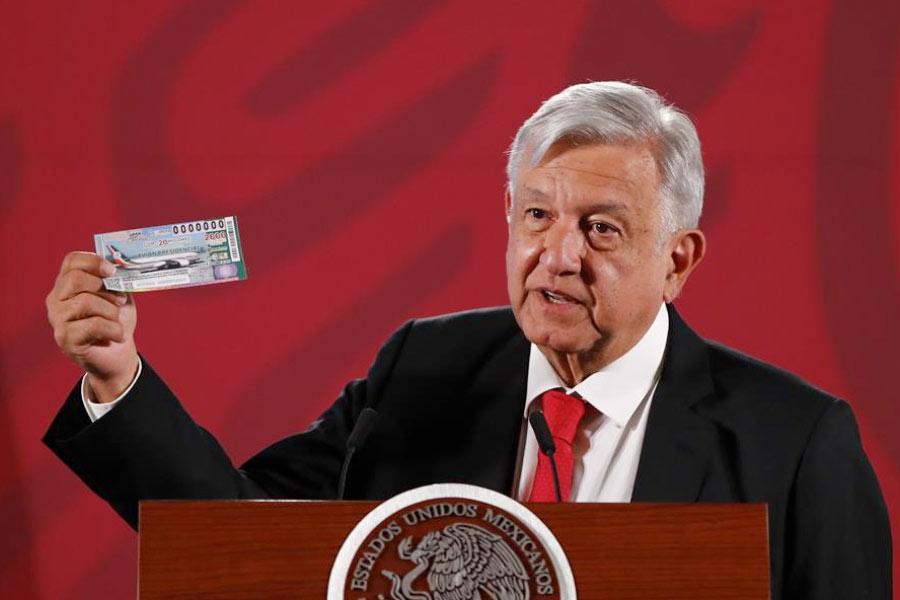 México no tiene un presidente, tiene un showman: The Economist