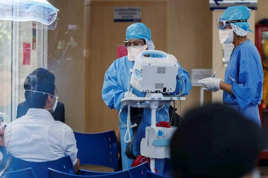 Por falta de protección, UNAM e IPN retiran estudiantes de medicina de hospitales