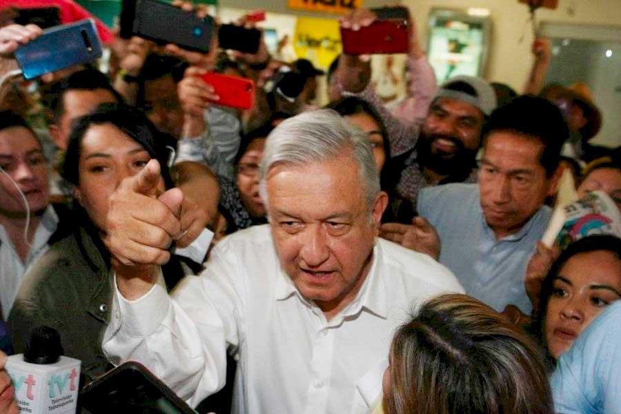 López Obrador pide quedarse en casa, pero no respeta la cuarentena