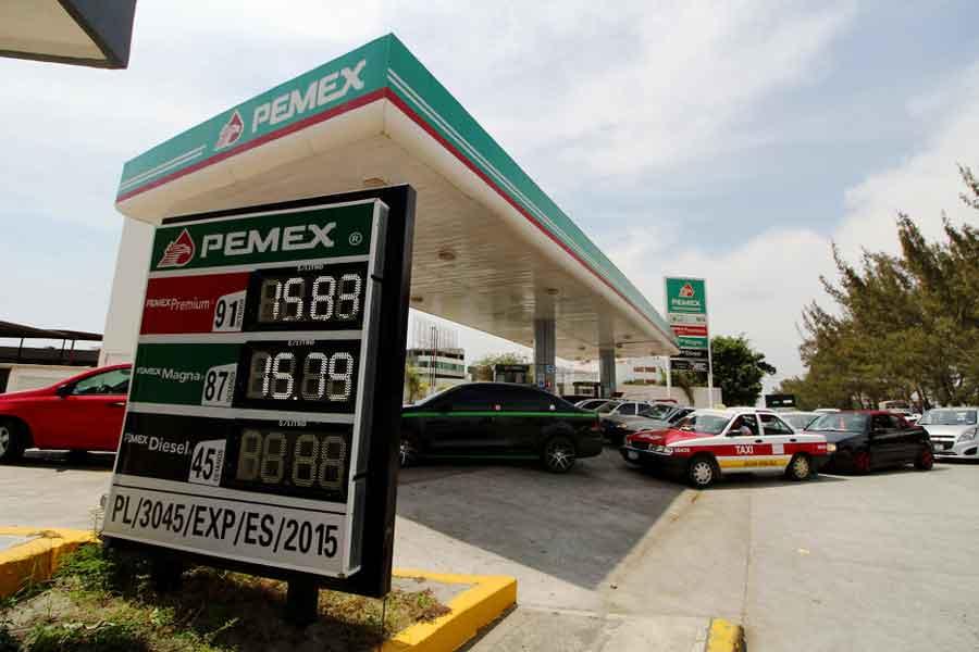 Mala noticia: la gasolina, a menos de $15… y bajando