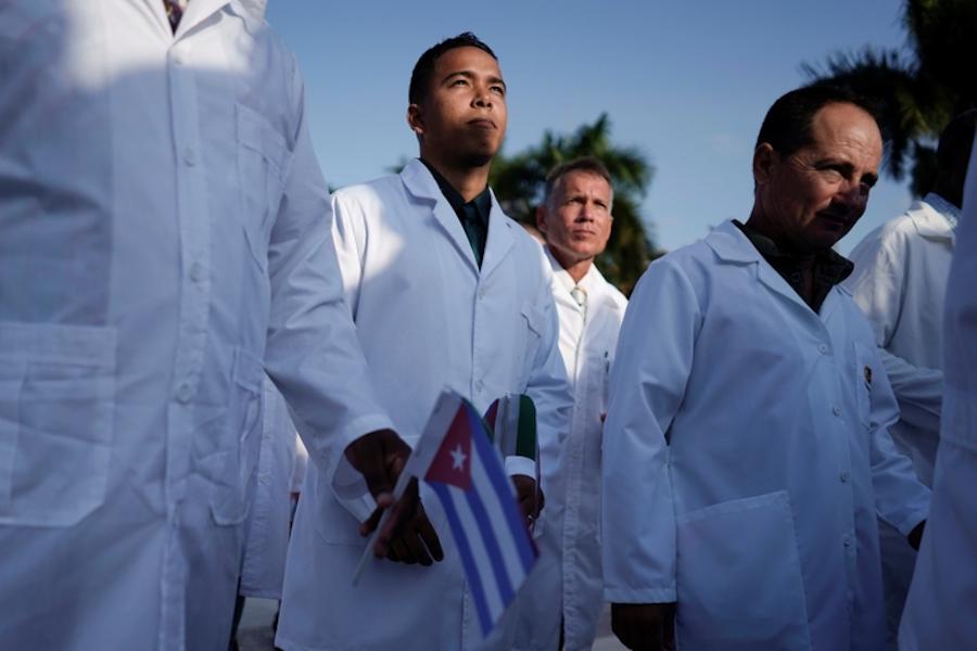 Gobierno de CDMX pagó 135 mdp a médicos cubanos para que atendieran Covid-19