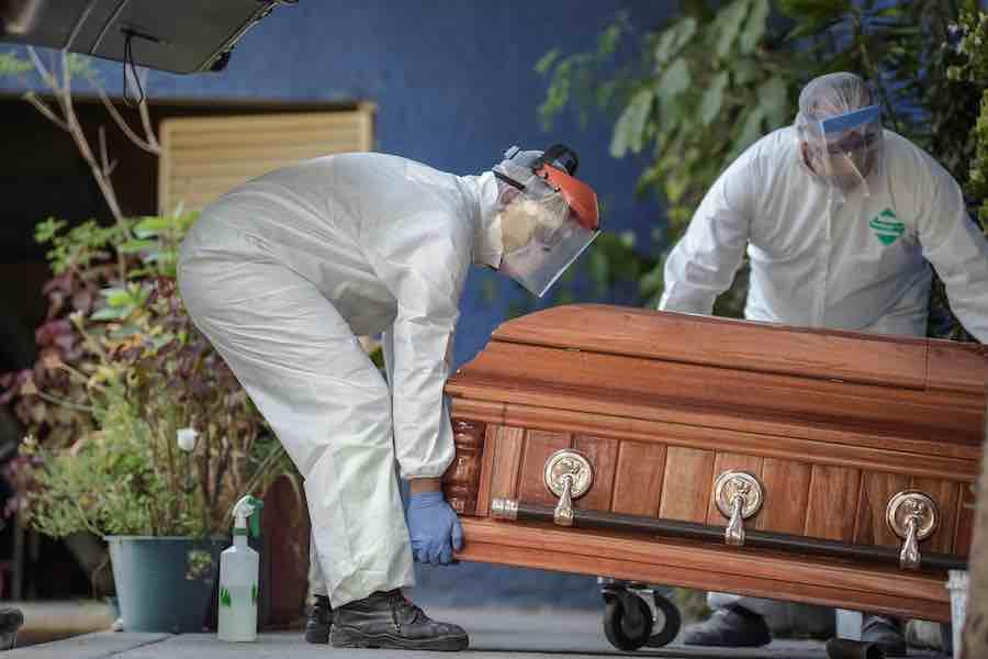 Habría 3 veces más muertes por Covid-19 en CDMX que las reportadas