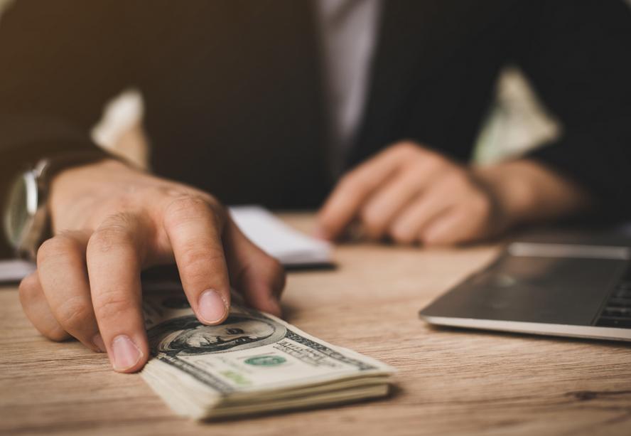 Cinco puntos clave para invertir en dólares