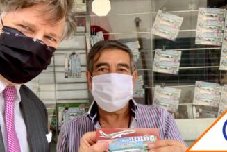 #Viral: Se la rifa el embajador de EU y compra 'cachito' para sorteo del avión