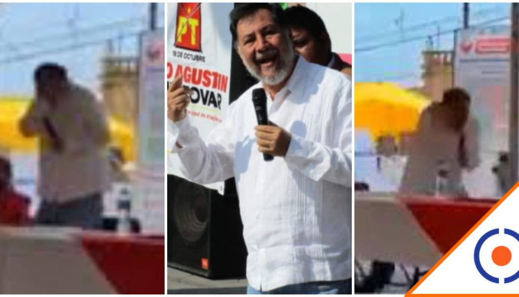 #Viral: Agarran a huevazos a Fernández Noroña en Hidalgo