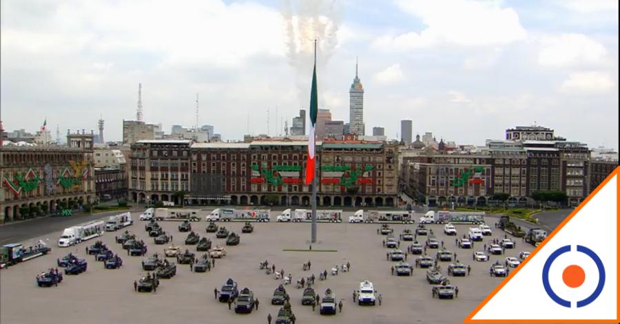 #México: Inicia desfile con aviones que pintan de blanco el cielo por pandemia