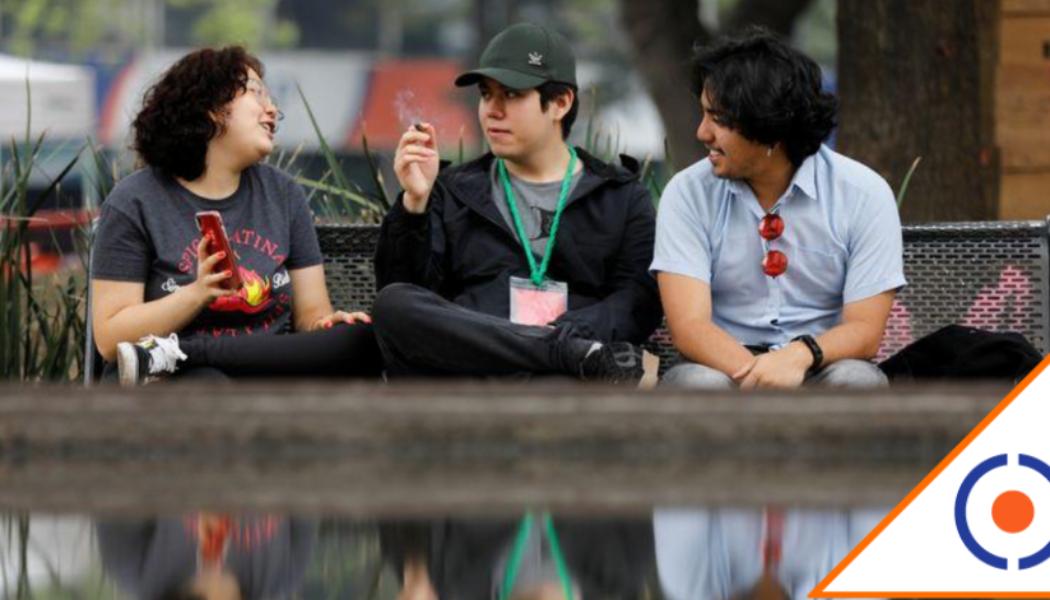 #CDMX: Jóvenes ven en el Senado un 'paraíso' para fumar marihuana sin temor