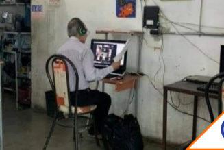 #Viral: Maestro sin Internet da clases en cibercafé