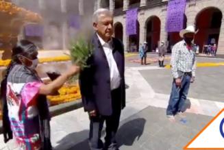 #MalasVibras: Dan 'chaineada' mazateca a López Obrador y a doña Betty Gutiérrez