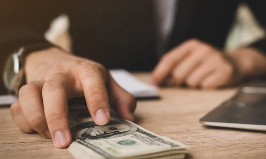 Cinco puntos clave para saber cómo invertir en dólares