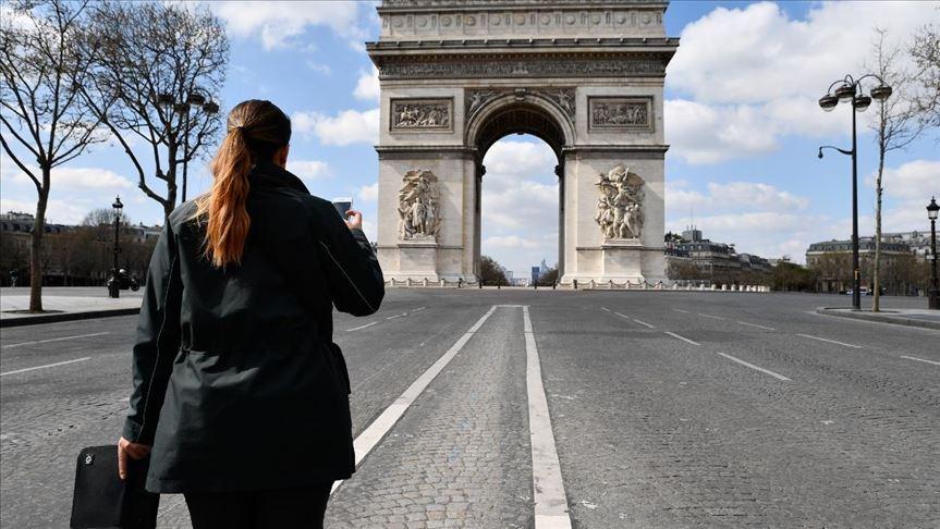Francia endurece las medidas ante el alza en los contagios y cierra sus fronteras