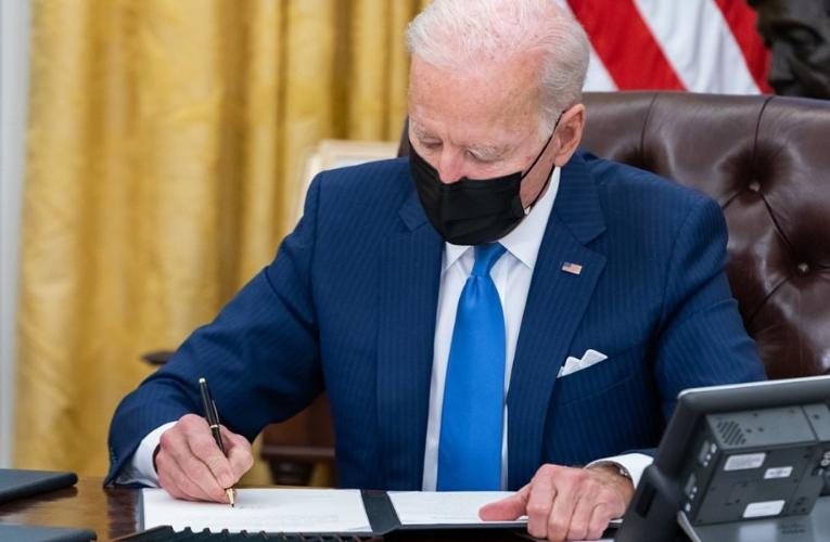 Biden garantizaría que migrantes reciban la vacuna contra el COVID-19
