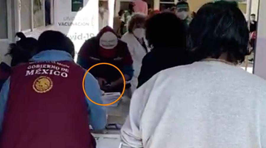 INE investigaría uso de credencial para vacunas; AMLO dice que no hay fines electorales