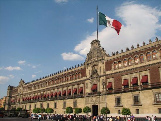 """AMLO revive la figura de """"Gobernador de Palacio Nacional"""""""