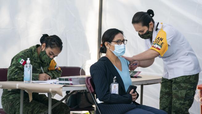 713 mil 517 personas han recibido la vacuna contra la COVID-19 en México.